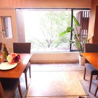 京都屈指のロケーション!鴨川を眺めながら優雅なお食事を。