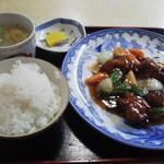 37274331 - 酢豚定食。日曜日は700円、平日は750円(税込)