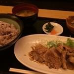 東京しゃも いーと - もちぶた カルビ焼肉定食