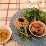 オーガニックキッチン&ワインバー レコッコレ - ランチ。調味料に砂糖やみりんは、使用されていないみたいです。優しい味付けで、野菜の持つ味を楽しめます