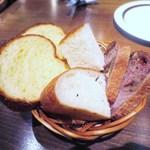 喃喃 - パン3種  クルミとイチジクのパン  ブリオッシュ  フォカッチャ