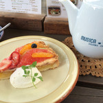 cafe soto - ★★★☆ ポットサービスのディンブラとフルーツのタルト