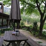 cafe soto - 外のテーブル