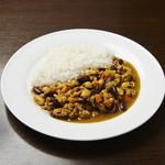 サラボン - ひき肉と3種の豆のキーマカレー