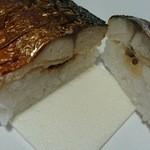 37289889 - 肉厚で脂の乗った鯖と、甘酸っぱいガリ&甘い煮込み椎茸が絶妙のハーモニー
