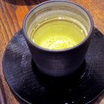四季の実ティールーム - お茶1杯目は水色は薄いですが、十分な香りが楽しめました