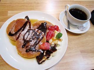花み津 - ホットケーキ800円、コーヒー400円