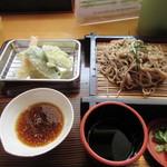 おやまうどん - 暫く待つと注文した天ざる850円がテーブルに運ばれてきました。