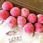かど丸餅店 - いちご大福☆ 朝5時前から並んで買ってきました♪ ジューシーないちごが丸ごと入った甘さ控え目の大福(*´∇`*) 美味しいーー‼︎
