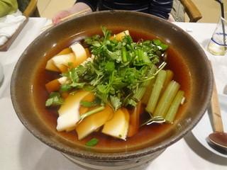 湯の岳庵 - 筍とふきの鍋(山飯の中の1品)