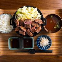 佰食屋 すき焼き専科 - サイコロステーキ定食1300円(+税)