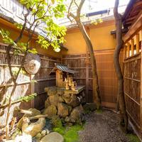 佰食屋 すき焼き専科 - 中庭があります。