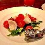 37300120 - フレッシュ水牛モッツァレラとトマト、セルバチコ