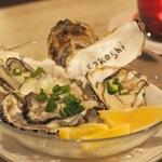 オイスター&バル インオープン - 本日の生牡蠣(兵庫産、宮城産)