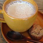 麻よしやす - ジンジャースパイスミルクティー(クッキー付き)