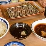 天ぷら はまや - ごはん、天つゆ、とり天用のタレ、味噌汁。自動セット。