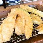 天ぷら はまや - とり天定食 720円