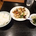 天鴻餃子房 - Aのいかと豚肉のトウチ炒めでございます