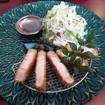 epais 関目高殿店 - 鹿児島産茶美豚ロースカツ定食(1000円)のカツ