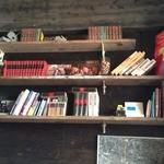 ソファリ - 店内は、怪しげな本・本・本