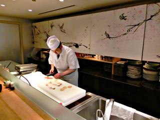 銀座 さら双樹 - ●シュミレーション▶︎【7】▶︎Medy劇場▶︎海鮮丼の作り方!▶︎【1】丁寧に作業をしています。