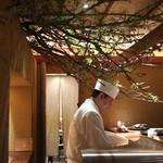 天ぷら 元吉 - 桜の木の演出