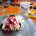 Meat & Bakery TAVERN - TAVERNチーズケーキ、薪火焙煎コーヒー