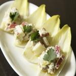 白金Baru - 料理写真:アンディーブとクルミとゴルゴンゾーラのサラダ