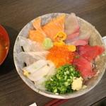 37325654 - 海鮮 彩丼1000円(込み)