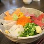 37325667 - 海鮮丼アップ