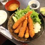 37325668 - ガッツリ海老フライ定食1100円(込み)