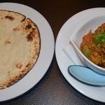 フードパラダイス エムエム - 野菜カレー(小盛り)とチャパティ