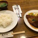 洋食 大かわ - ビーフカツ。ライスと味噌汁付き。