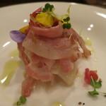 モンプチコションローズ - 27年4月 鶏胸肉とホタルイカ 蕪のサラダ仕立て 自家製ベーコン添え