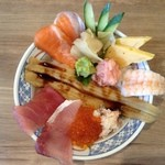 磯丸水産 - 海鮮こぼれ丼、幸せ