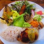 "Roji菜園テーブル - ""菜園プレート""¥1,680"