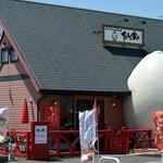 ひよこカフェ - 入り口が卵の形♡