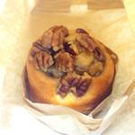 サラベス - Honey-Pecan sticky Buns 420円