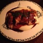 37331744 - ホロホロ鳥モモ肉のロースト ビネガーソース!2200円!