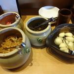 麺屋台 我馬 - 辛モヤシ、高菜、紅ショウガ、ニンニク