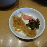 麺屋台 我馬 - 辛モヤシ、高菜、紅ショウガ