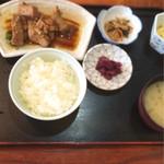 37332989 - ひがわりの鮪煮定食(600円)