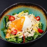 海のちゅうべえ - 蒸し鶏と豆腐のピリ辛坦々胡麻だれサラダ