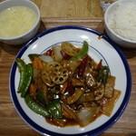 紅虎餃子房 - 豚肉と野菜のゴマ風味炒め:950円