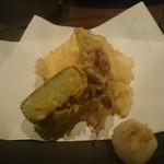 和素材料理とお酒 くさび - 天ぷら:ホタルイカ、竹の子、ウド、生麩