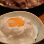 日本料理 徳 - メレンゲに黄味がのってます。しっかり混ぜてお肉を付けていただきます
