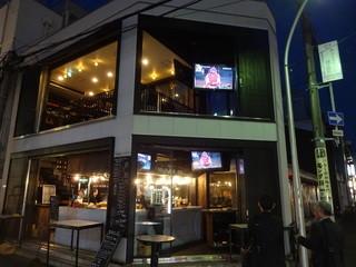 45 - 1階は立ち飲みバー、テレビではカープ戦をやってました