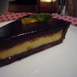 モルト ヴォーノ ニーナ - オレンジとチーズのチョコレートタルト