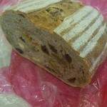 ダーシェンカ - イリス カシューナッツ、くるみ、レーズン、いよかんたっぷりでライ麦のいい香り♪