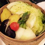 東京やきとり亭 - 蒸し野菜900円